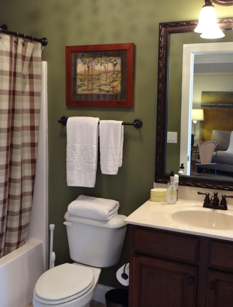 Upstairs Full Bath 1